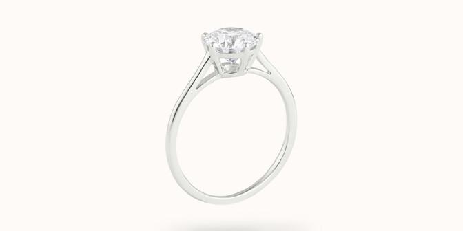 Bague solitaire cinq griffes - Or blanc 18K (1,80 g), diamant 0,5 ct - Côté - Courbet