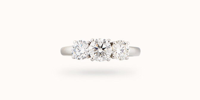 Bague solitaire Trio - Or blanc 18K (4,30 g), 3 diamants 1,45 cts - Face