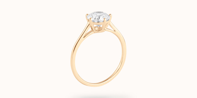 Bague solitaire cinq griffes - Or jaune 18K (1,80 g), diamant 0,5 ct - Côté