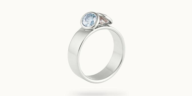 Bague 2 Courbet - Or blanc 18K (7,00g), 2 diamants (1 bleu) 1ct -Côté