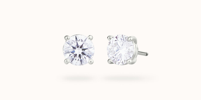 Boucles d'oreilles quatre griffes - Or blanc 18K (2,00 g), 2 diamants 0,60 ct - Courbet