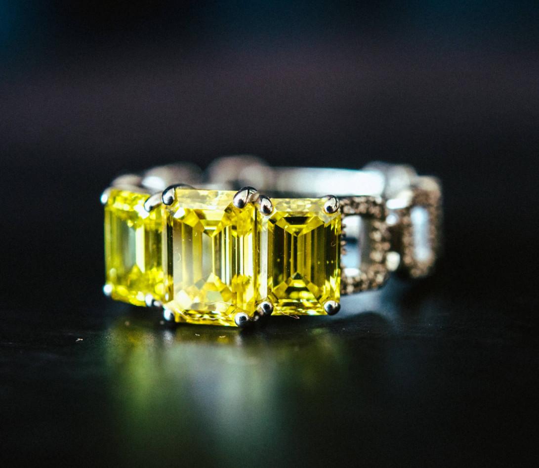 Bague Haute Joaillerie - Or blanc 18K (4,10 g), diamants jaunes et blancs 4,10 cts - Vue 6