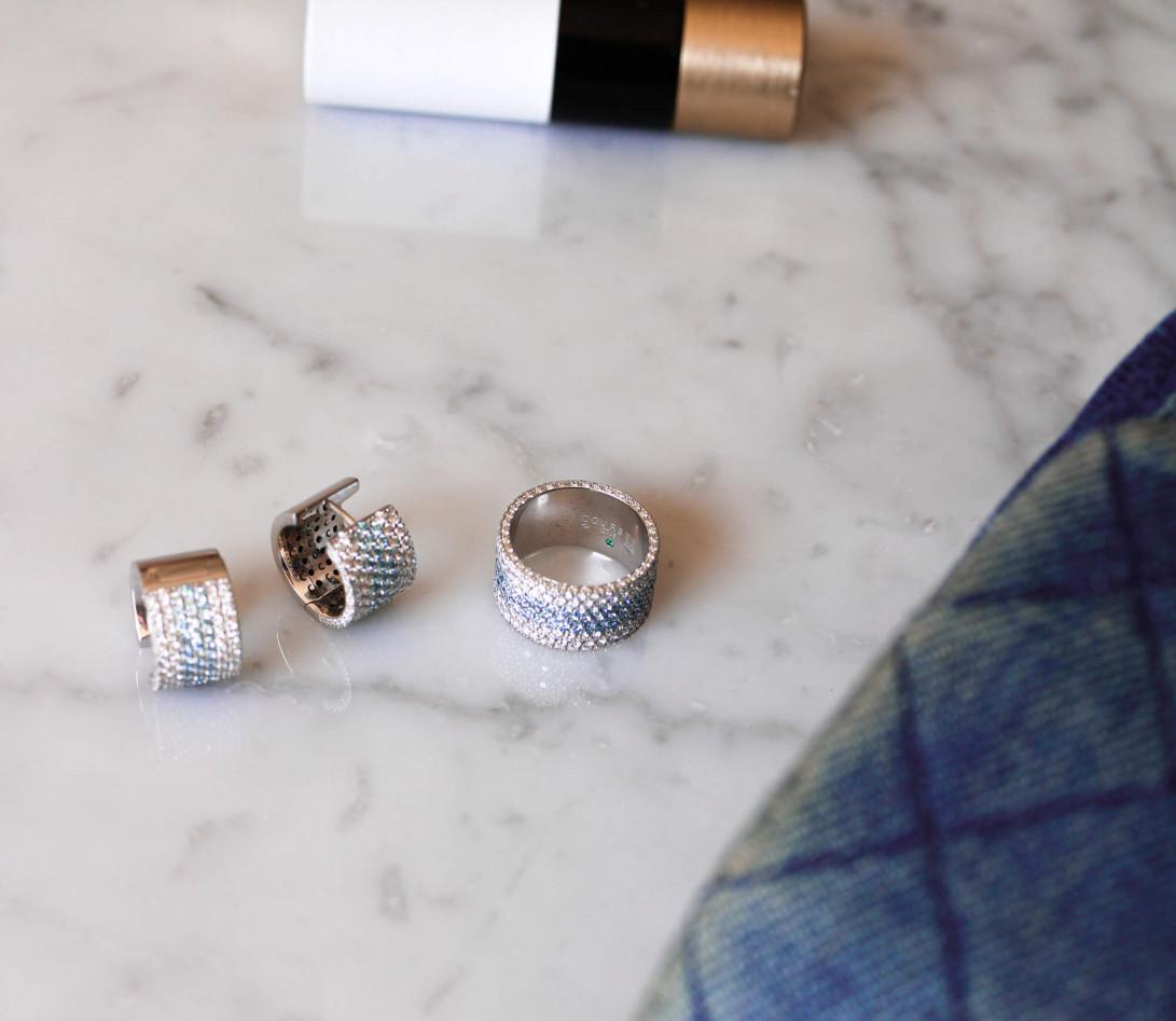 Boucles d'oreilles créoles Horizon pavées en or blanc-Port2