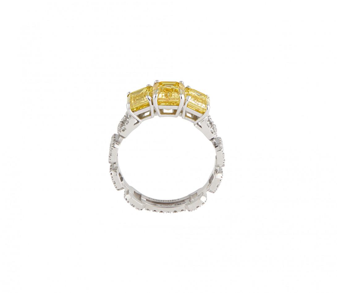 Bague Haute Joaillerie - Or blanc 18K (4,10 g), diamants jaunes et blancs 4,10 cts - Vue 2