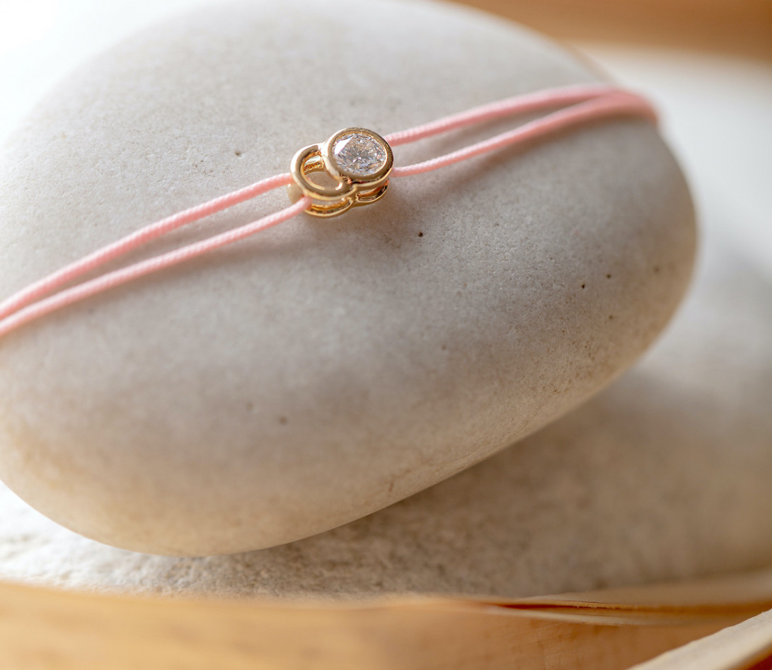 Bracelet cordon LET'S COMMIT rose ballerine en or rose - Porté 1