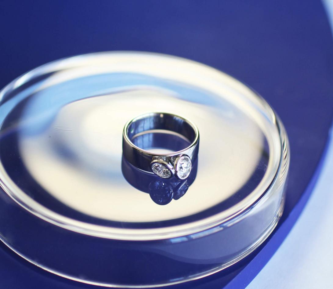 Bague 2 Courbet - Or blanc 18K (7,00g), 2 diamants 1ct - Vue 4